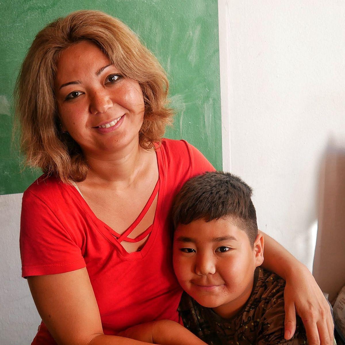 Eine der geflüchteten Frauen mit ihrem Sohn, die Schutz gefunden haben.